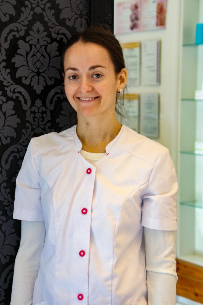 Antonia professionelle Masseurin mit Erfahrung